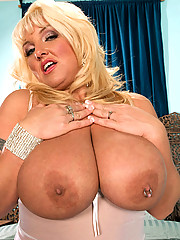 Scoreland Presents: Boob Lover