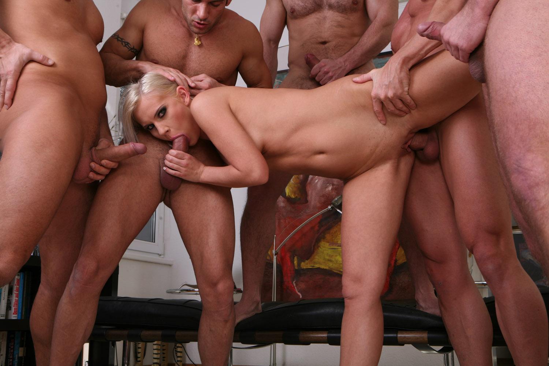 Смотреть онлайн групповой секс бесплатно в хорошем качестве 15 фотография