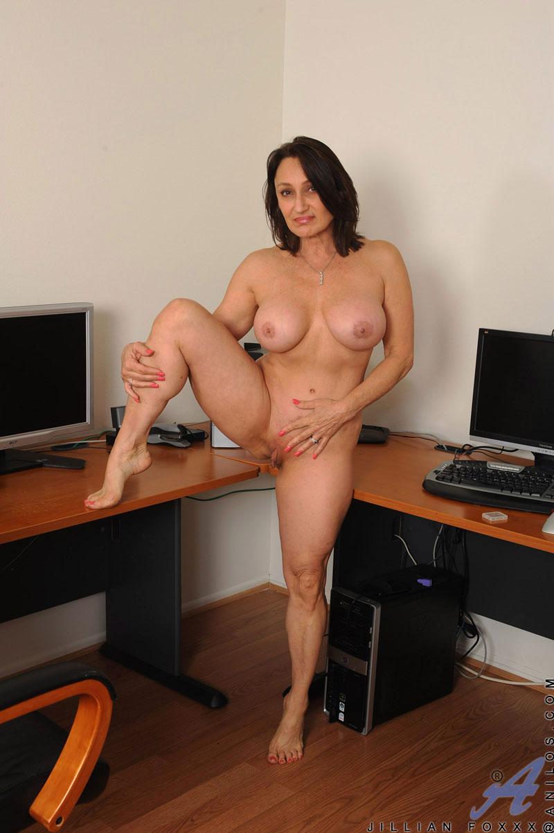 Порно в офисе со зрелой 3 фотография