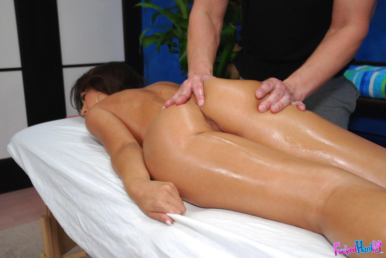 Порнуха массаж брунетти 20 фотография