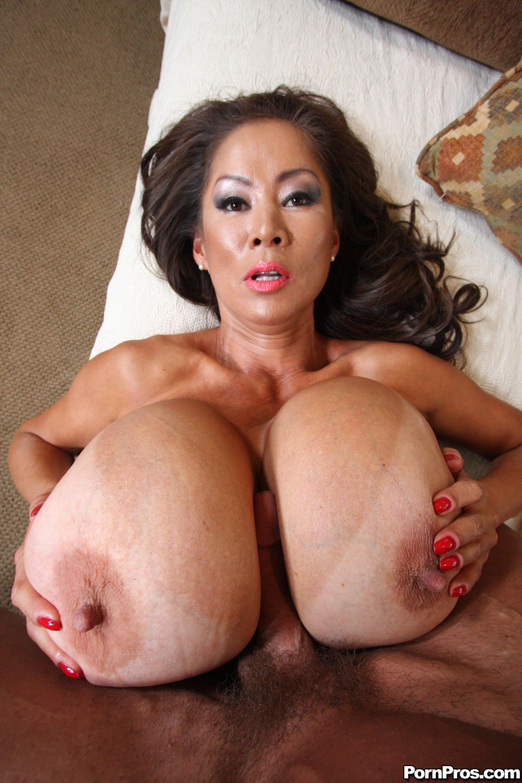 Порно с азиатками большими сиськами
