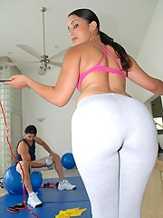 Victoria in The right moves, Monstercurves.com - Reality Kings