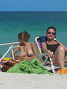 NUDE BEACH VOYEUR PICTURES AND MOVIES