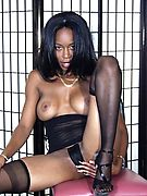 Black stripper shows her tight ass and tits