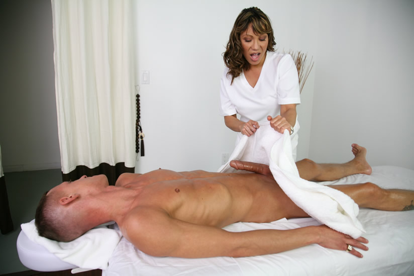 Медсестра не выдержала и трахнула пациента Эротика и порно фото