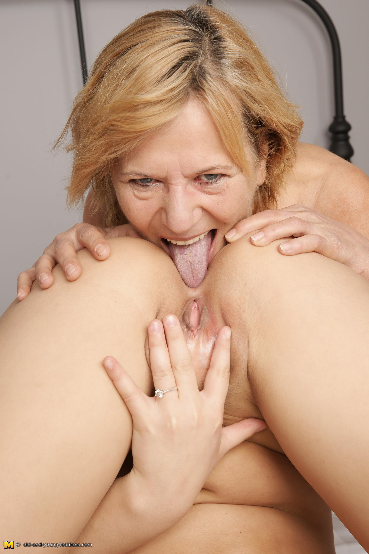 mature asslick lesbo