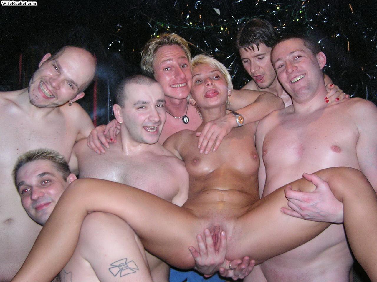 Развратное порно публичное 27 фотография