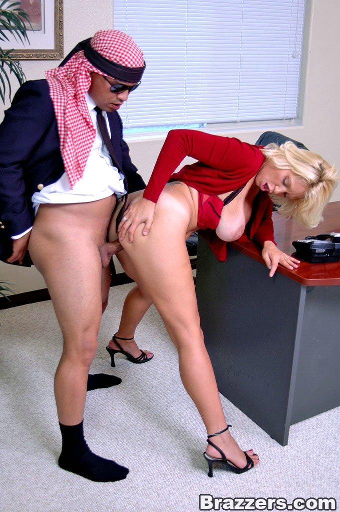 порно короткая юбка на работе