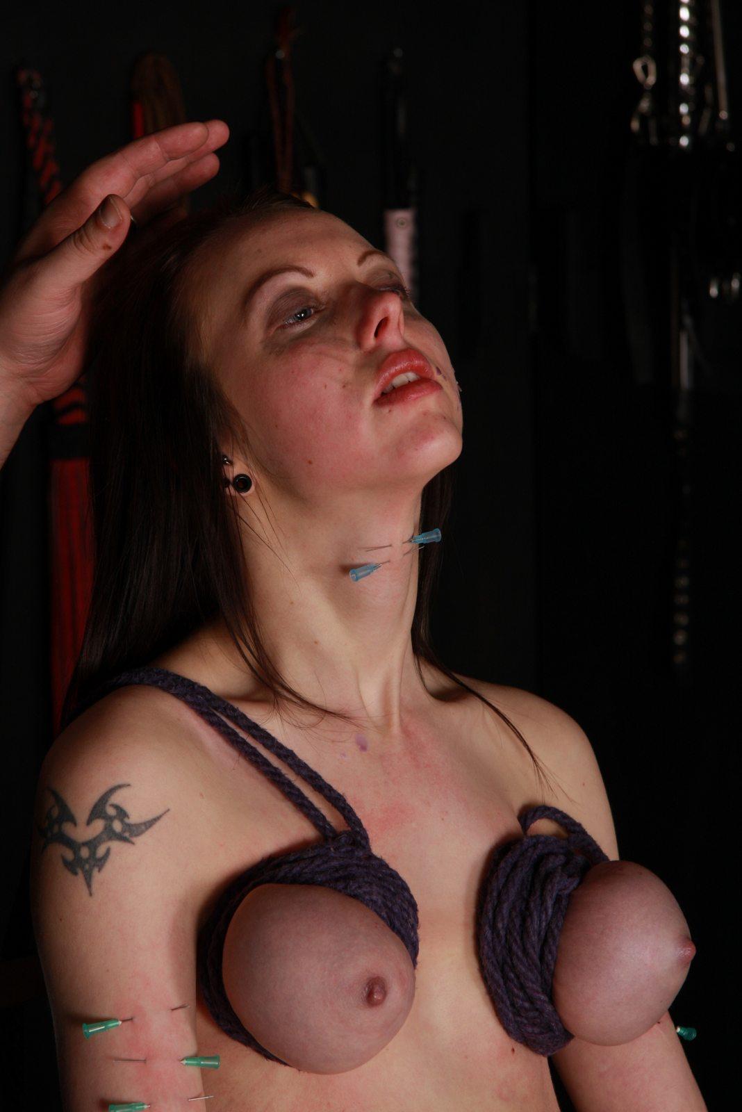 Пытки титек фото 30 фотография