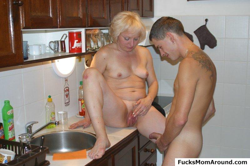 порно на кухне пожилые