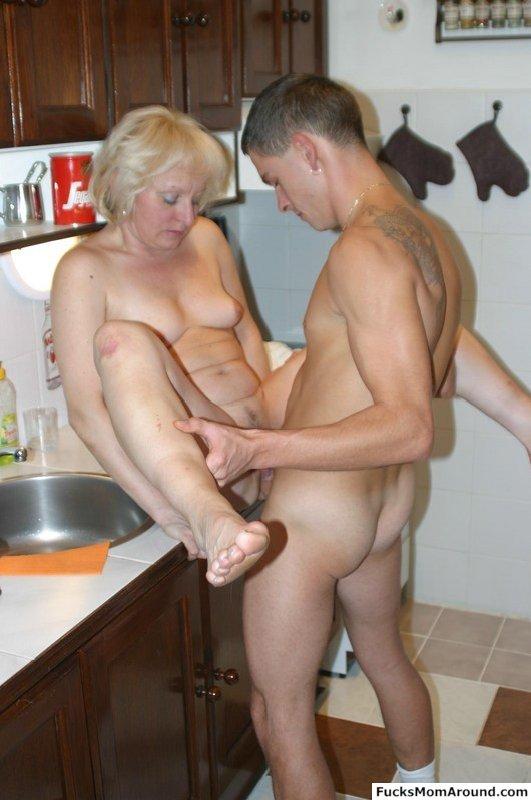 Порно на кухне зрелых мам фото 271-797
