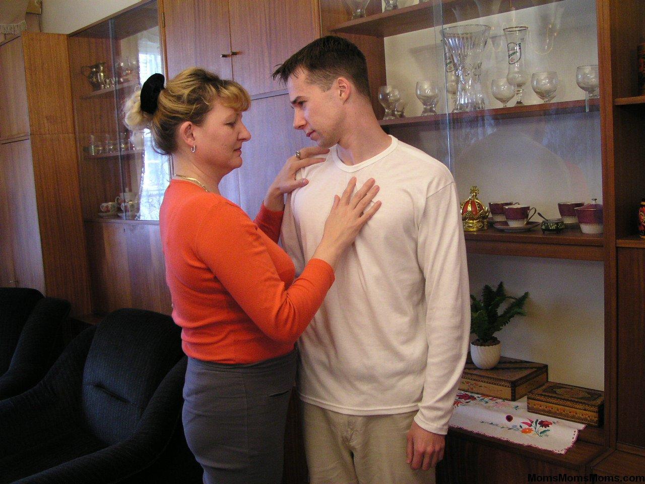 Син и мама сех 1 фотография