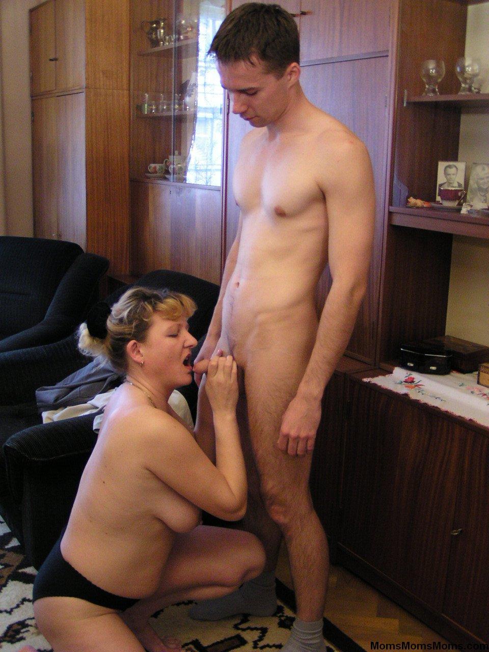 Семейное порно зрелых в спальне 7 фотография