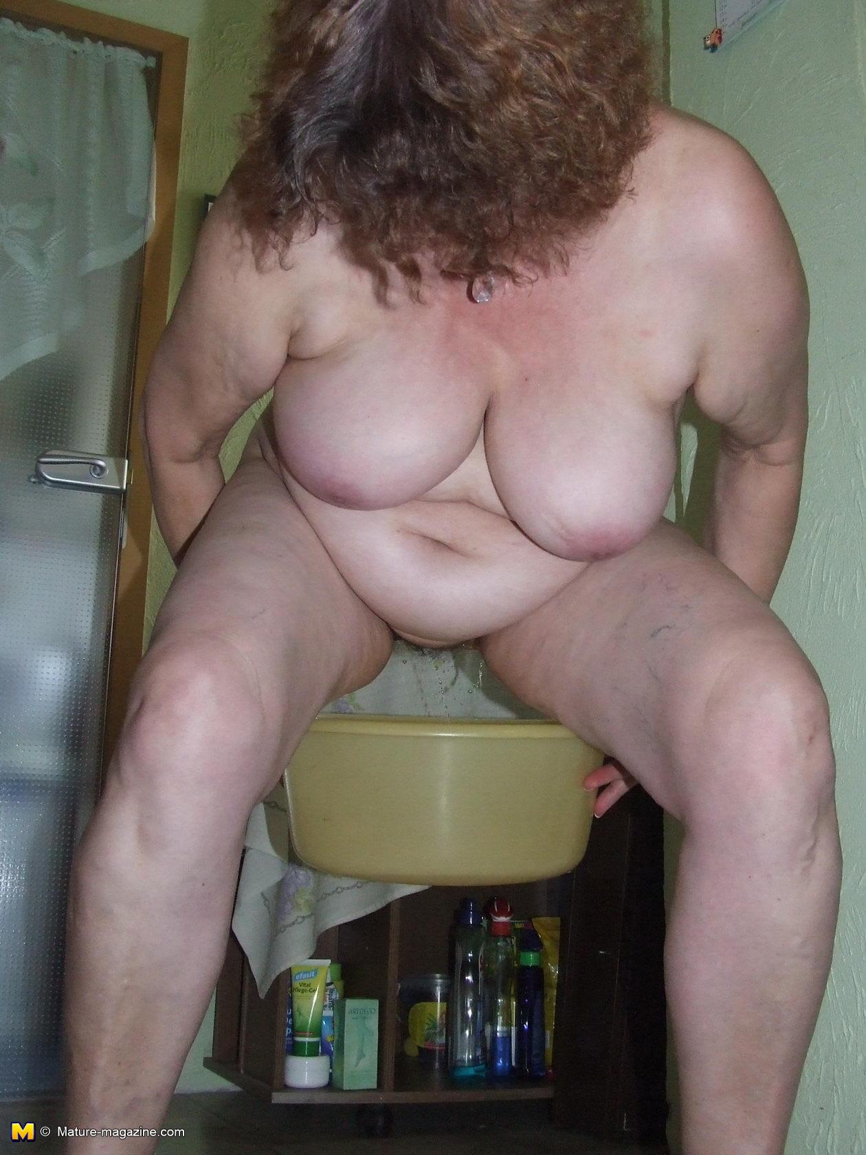 Секс в даче на туалете 9 фотография