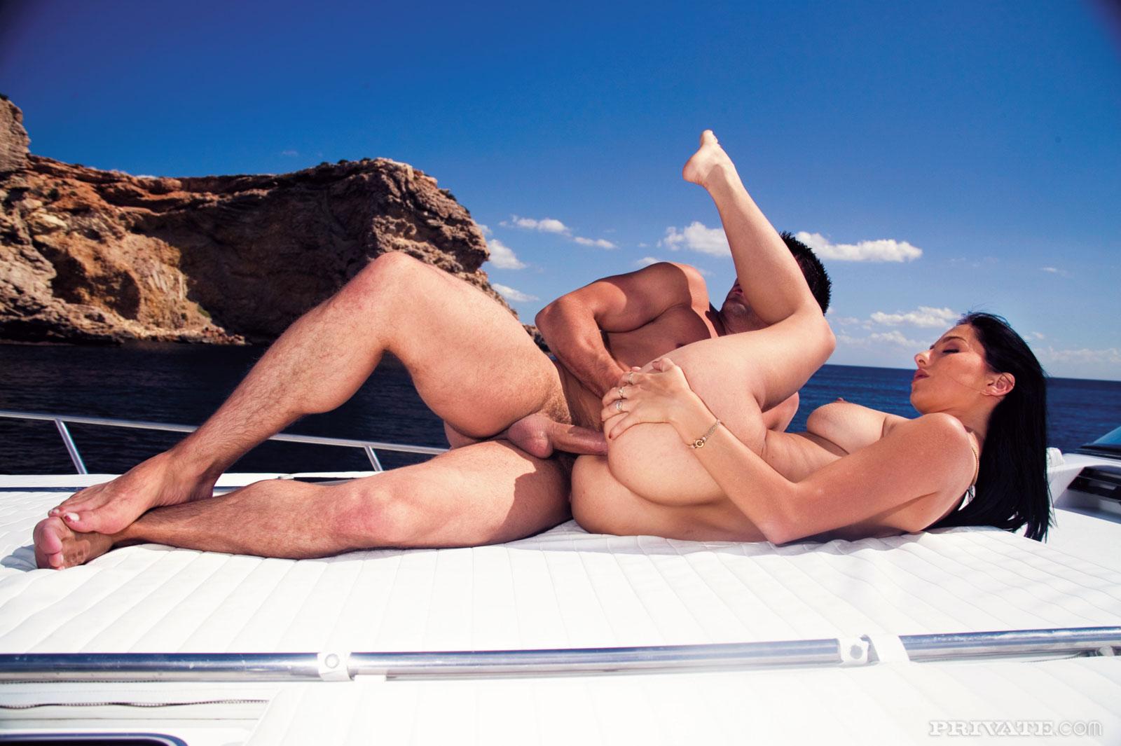 Телки на яхте порно фото 14 фотография