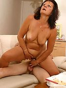 MomsMomsMoms.com: Website fully dedicated to MILFs seducing innocent guys