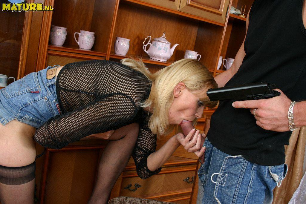 Принуждение молодок к сексу 14 фотография