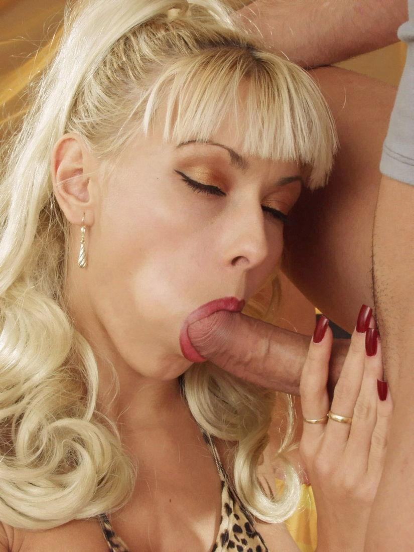 nika-blond-porno