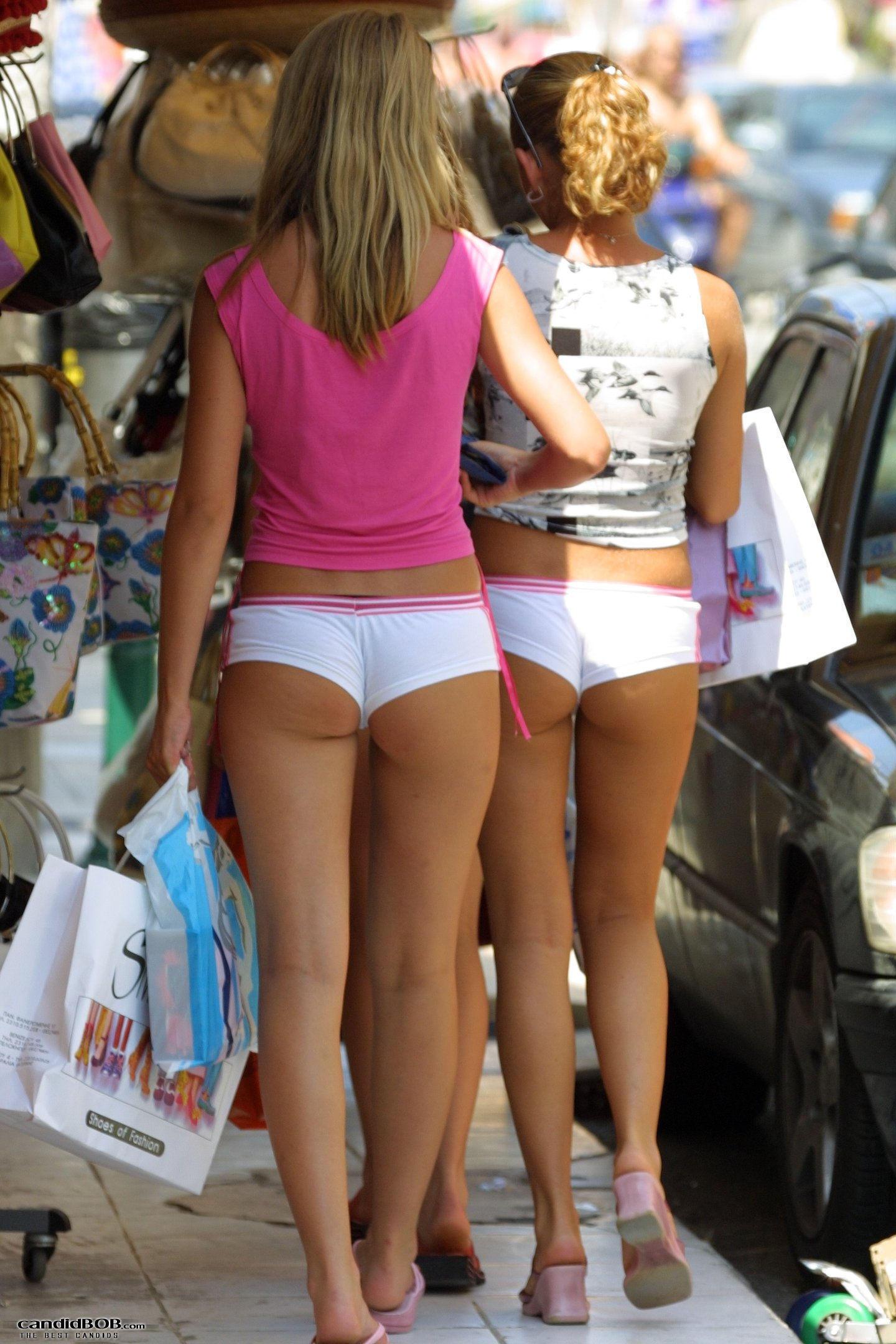Сексуальная девочка в шортиках порно 14 фотография