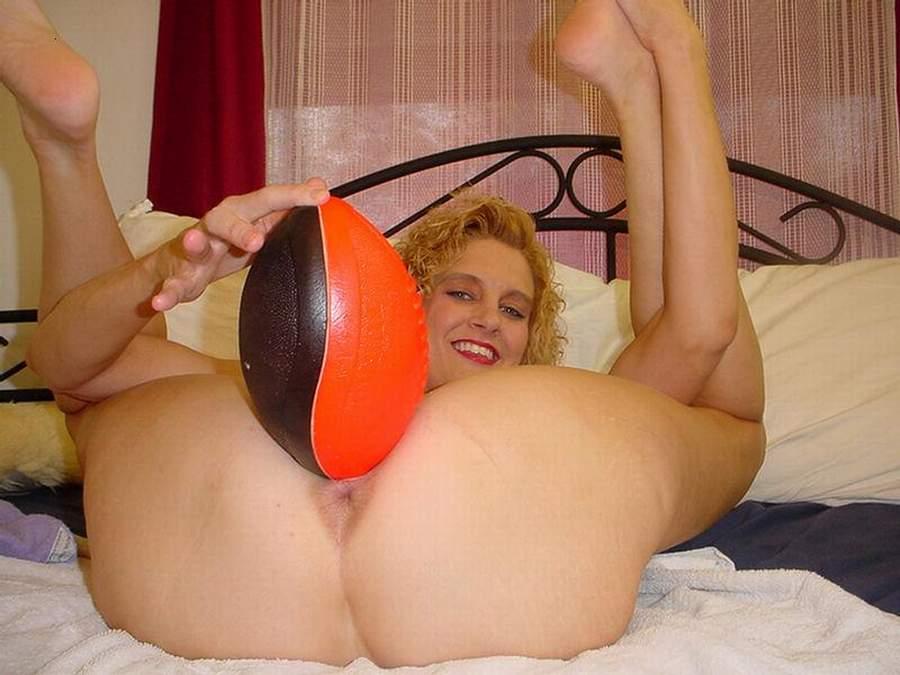 Порно мяч впизде