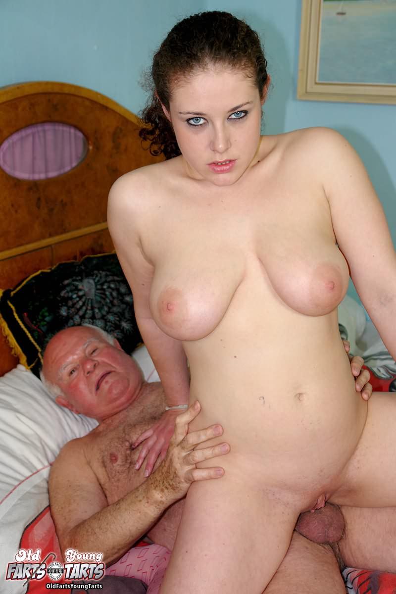 Секс пожилые сосут сиськи дедки 4 фотография